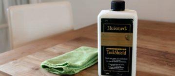Houten tafel beschermen tegen vlekken met teakolie