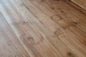 vlekken uit houten tafel verwijderen 5 handige tips die